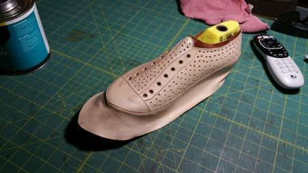 Will this shoe fit without fastening picture 1