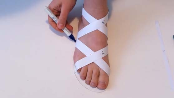 marks of the insole edge on the sandals straps