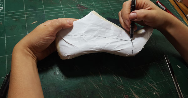 Basic shoe paper pattern with all important lines of the pumpshoe