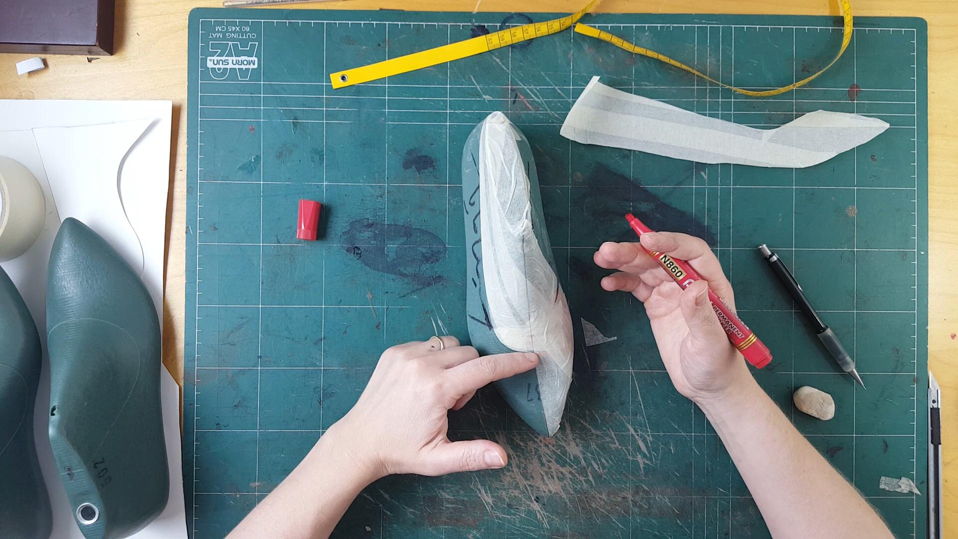 Throat line in ACMasking tape shoe pattern