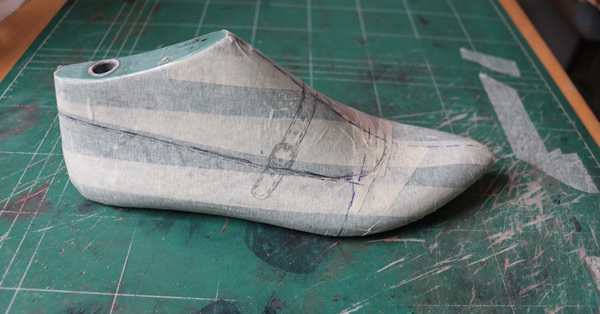 shoe drawing on the shoe last
