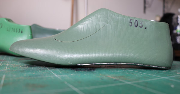 curved wedge of shoe lass